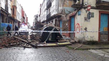 Un edificio en estado ruinoso se derrumba por el temporal en el barrio ferrolano de Esteiro