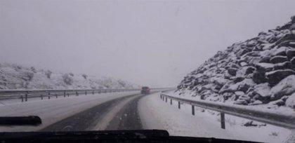 La AP-66 y Pajares, cerradas al tráfico de camiones por la nieve caída
