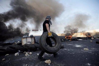 """El ministro de Defensa de Líbano dice que algunos bloqueos de carreteras """"recuerdan a la guerra civil de 1975"""""""