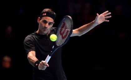 Federer somete a Djokovic y permite que Nadal acabe el año como número uno mundial