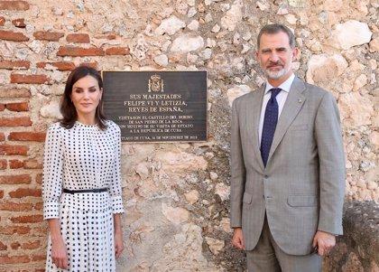 Cuba.- Los Reyes rinden homenaje a los caídos españoles en Santiago de Cuba en 1898 al final de su viaje de Estado
