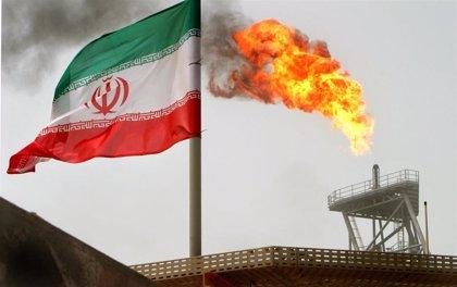 Irán introduce medidas para racionar la gasolina y eleva los precios del combustible