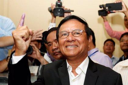 Un juez de Camboya cierra la investigación contra el líder opositor Kem Sokha