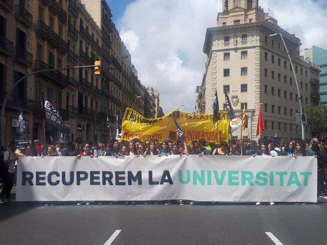 Manifestació d'estudiants a Barcelona per la rebaixa de les taxes.