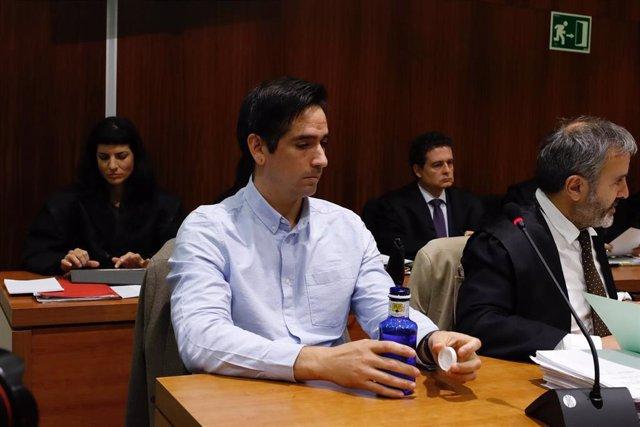 """AMP.- Rodrigo Lanza lava su imagen para asistir al juicio donde es juzgado por el """"crimen de los tirantes"""""""