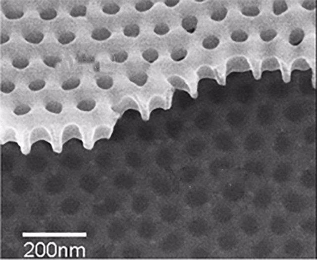 Agujeros en material superconductor revelan que los pares de Cooper también pueden conducir electricidad como los metales