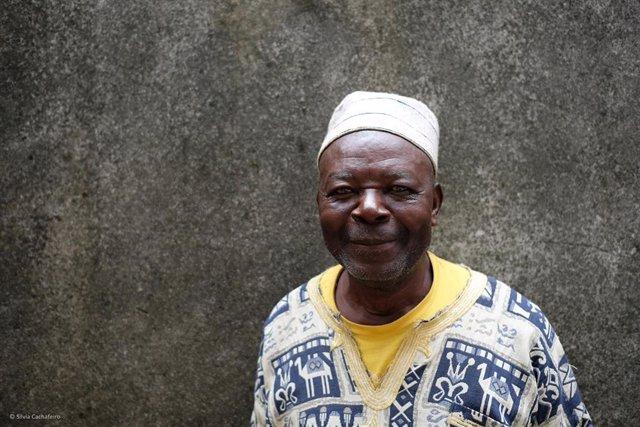 Paciente del programa de asesoramiento a los enfermos con diabetes en el Hospital San Martín de Porres (Camerún).
