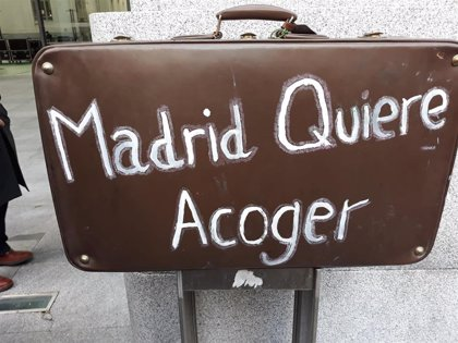 Más de 30 solicitantes de asilo denuncian en el Ayuntamiento la falta de recursos habitacionales en Madrid
