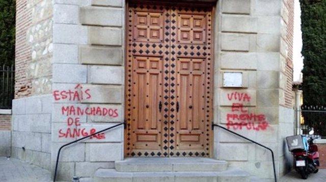 """Abogados Cristianos denuncia ante Fiscalía las pintadas en una iglesia de Fuencarral por """"delito de odio"""""""