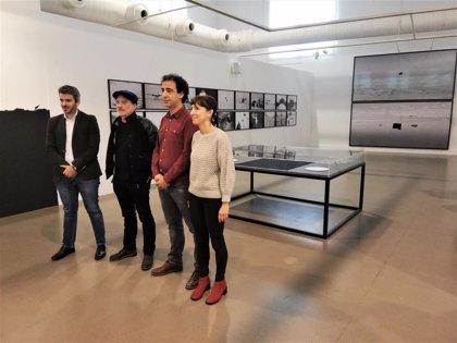 La Sala Amós Salvador presenta la mirada sobre la identidad de Santiago Sierra y Cristina de Middel en 'Fronteras'