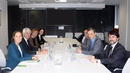 AECC y ASEICA se reúnen con Pedro Duque para abordar la situación de la investigación en cáncer