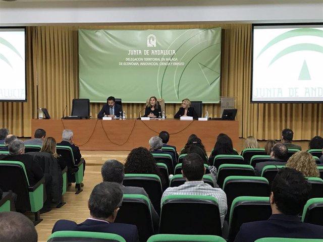 La consejera de Empleo, Formación y Trabajo Autónomo, Rocío Blanco, interviene en la presentación del Informe de Prospección de Necesidades Formativas en los Sectores Productivos.