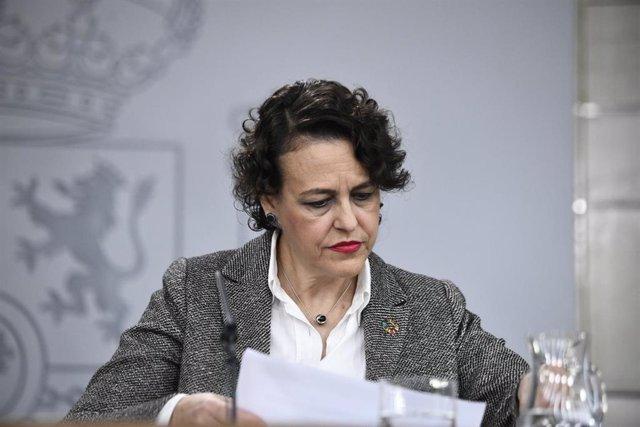 La ministra de Treball, Migracions i Seguretat en funcions, Magdalena Valerio, compareix en roda de premsa després de la celebració del primer Consell de Ministres a La Moncloa