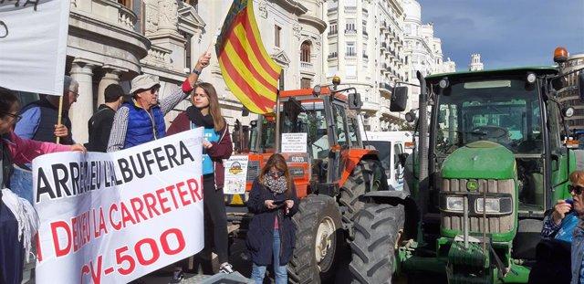 Imatge d'arxiu de la tractorada celebrada a València la passada setmana per a rebutjar el pla de pacificació de la CV-500.