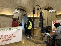 La PAH ocupa l'Ajuntament de Lleida pel desallotjament de 29 persones d'un bloc de la Sareb (EUROPA PRESS)