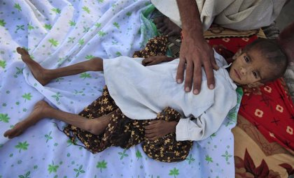 Pakistán comienza a vacunar a millones de niños contra un resistente brote de fiebre tifoidea