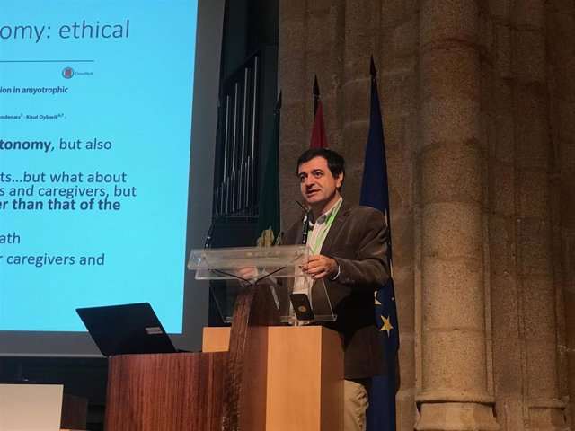 Javier Sayas interviene en el Simposium de VMNI