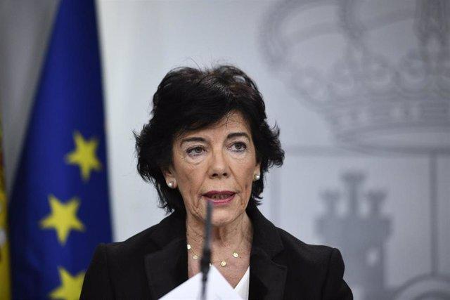 La ministra portavoz en funciones, Isabel Celaá, comparece en rueda de prensa tras la celebración del primer Consejo de Ministros
