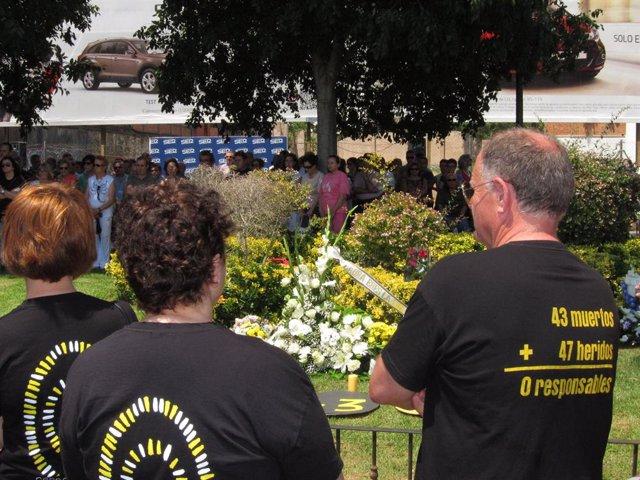 Ofrena floral en record a les víctimes de l'accident de metre de València.