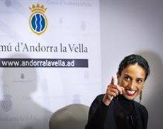 """La cantant Noa: el camí a la solució d'un conflicte """"comença amb comunicació i respecte"""" (COMÚ D'ANDORRA LA VELLA/TONY LARA)"""