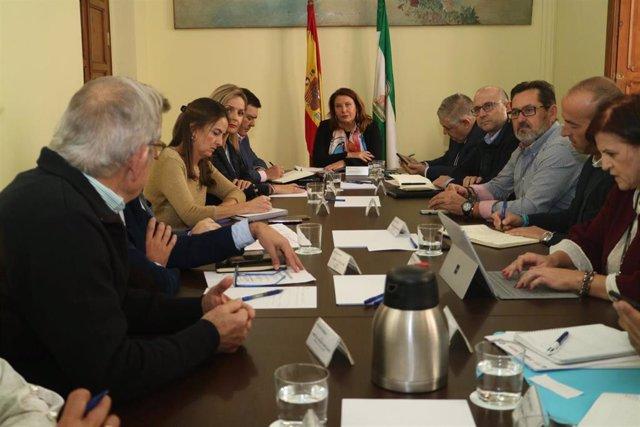 La consejera andaluza de Agricultura, Carmen Crespo, reunida en Almería con representantes de organizaciones profesionales agrarias