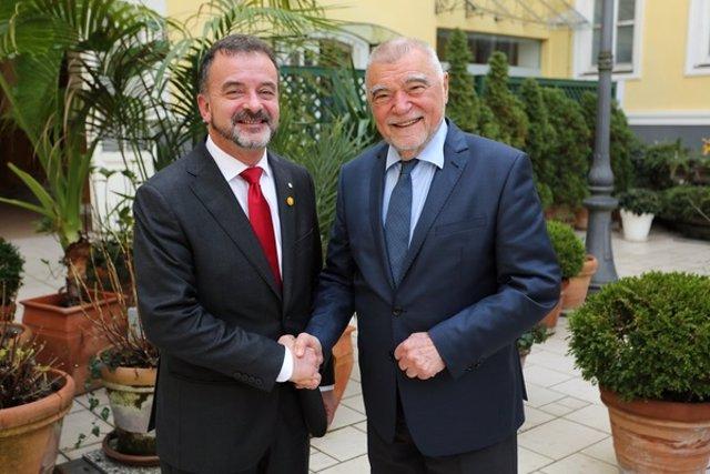 El conseller d'Acció Exterior, Alfred Bosch, amb l'expresident de Croàcia, Stjepan Mesi?