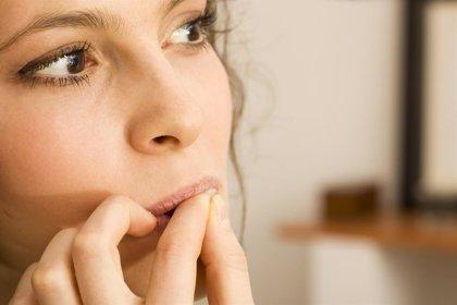 Morderse las uñas no es inocuo para la salud: descubre en qué te perjudica
