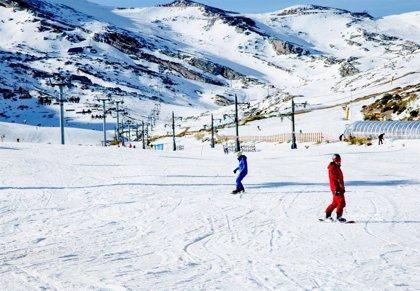 Las recientes nevadas permiten a varias estaciones de esquí adelantar la temporada