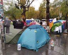 Un detingut i 117 identificacions en l'acampada de la plaça Universitat a Barcelona (EUROPA PRESS)
