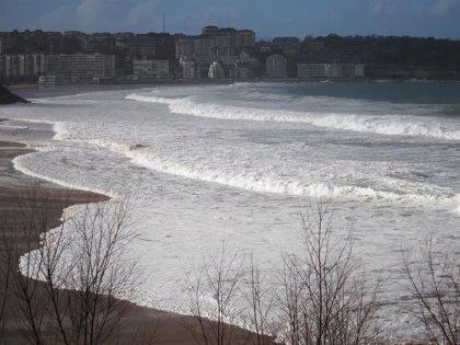 Olas de más de 6 metros en Cantabria durante las primeras horas del sábado
