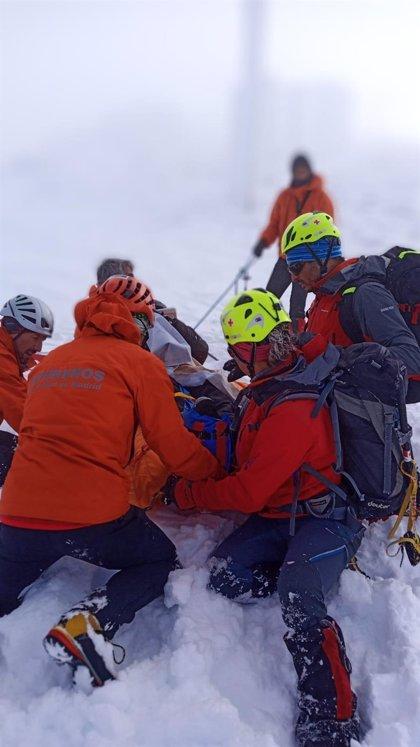 Rescatan a un esquiador tras sufrir un esguince de rodilla en el Puerto de Navacerrada