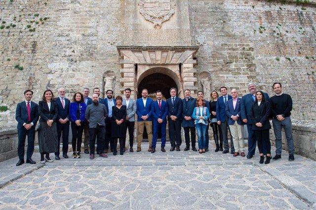 El Grupo Ciudades Patrimonio de la Humanidad de España ha celebrado este sábado la Asamblea General de Alcaldes y Alcaldesas en el Museo de Arte Contemporáneo de Ibiza.