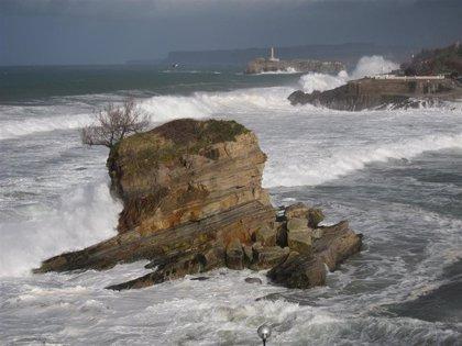 Las olas en Santander superan los 7 metros