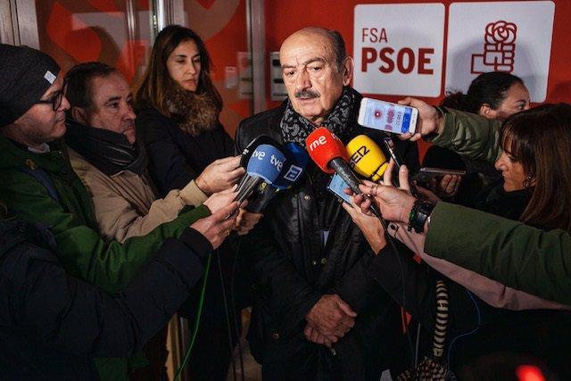 El diputado nacional del PRC, José María Mazón, realiza declaraciones a los medios de comunicación tras reunirse con la portavoz del PSOE en el Congreso de los Diputados, Adriana Lastra