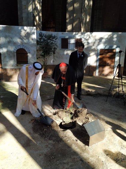 Papa Francisco.- El cardenal arzobispo de Barcelona y el cónsul de Emiratos Árabes conmemoran el Año de la Tolerancia