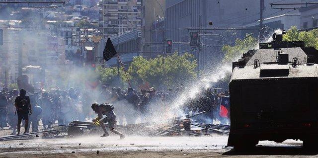 """Chile.- Denuncian a Carabineros por """"homicidio por omisión"""" por la muerte de un"""