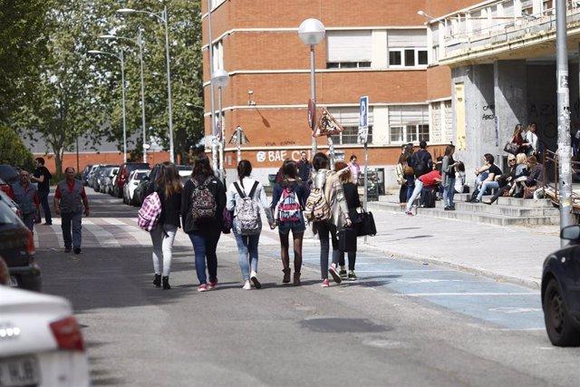 Estudiantes en la Ciudad Universitaria de Madrid.