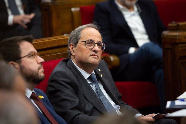 El vicepresident del Govern i conseller d'Economia i Hisenda, Pere Aragonès i el president de la Generalitat de Catalunya, Quim Torra en els seus escons durant una sessió plenària del Parlament, a Barcelona el 13 de novembre de 2019