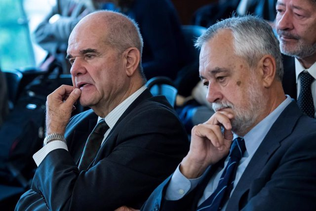 Los expresidentes socialistas andaluces Manuel Chaves y  José Antonio Griñán.