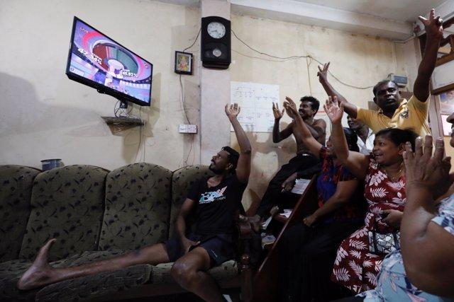 Seguidores de Gotabaya Rajapaksa celebran la victoria del ex ministro de Defensa y nuevo presidente del país