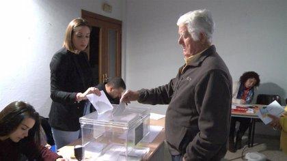 """Vecinos de Cordobilla de Lácara (Badajoz) esperan que salga """"todo bien"""" en la repetición de las municipales"""