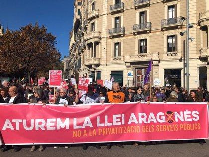 """Unos 2.500 manifestantes contra la 'Ley Aragonès' porque """"privatiza servicios públicos"""""""