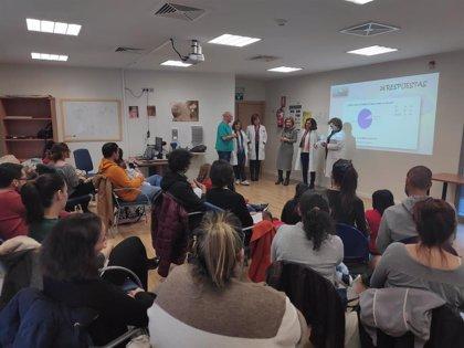 El 'Club de los Superpadres' del centro de salud Lucano de Córdoba aborda el manejo de afecciones comunes