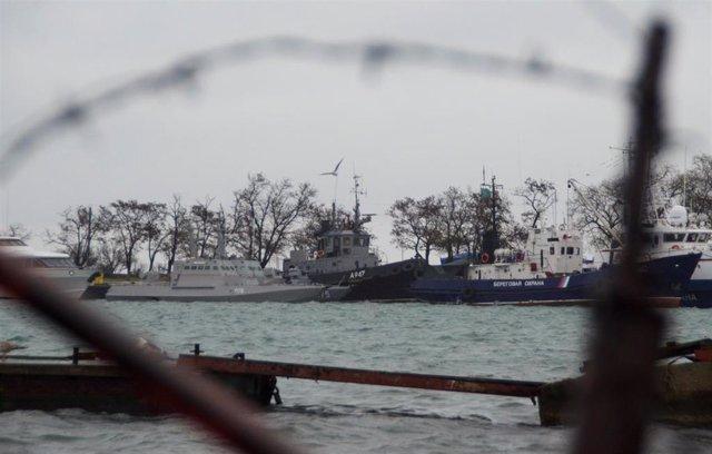 Barcos ucranianos interceptados por Rusia en el estrecho de Kerch