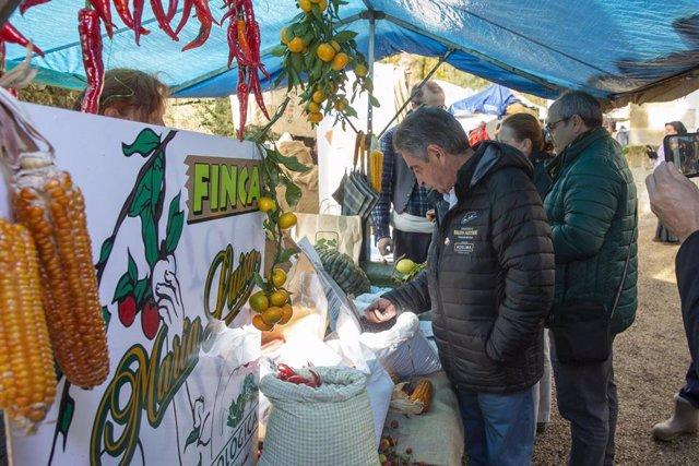 El presidente de Cantabria, Miguel Ángel Revilla, visita la Feria de la Alubia y la Hortaliza de Casar de Periedo (Cabezón de la Sal)