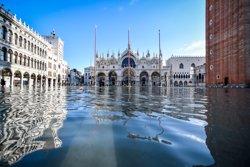 Dos terços de Venècia sota les aigües en la pitjor setmana de crescudes en 150 anys (Claudio Furlan/LaPresse via ZUMA / DPA)