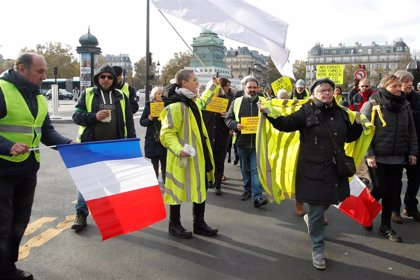 Los 'chalecos amarillos' fuerzan el cierre de las Galerías Lafayette de París