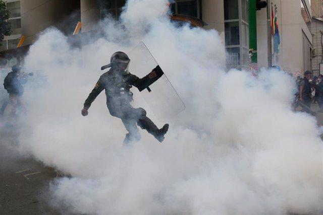 Gas lacrimógeno empleado por la Policía en La Paz