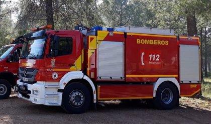 Cinco atendidos por humo y desalojado un edificio por un incendio de ciclomotores en Morón (Sevilla)