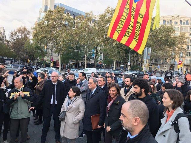 El president de la Generalitat Quim Torra arriba als voltants del TSJC i li reben Artur Mas, Roger Torrent i el seu Govern